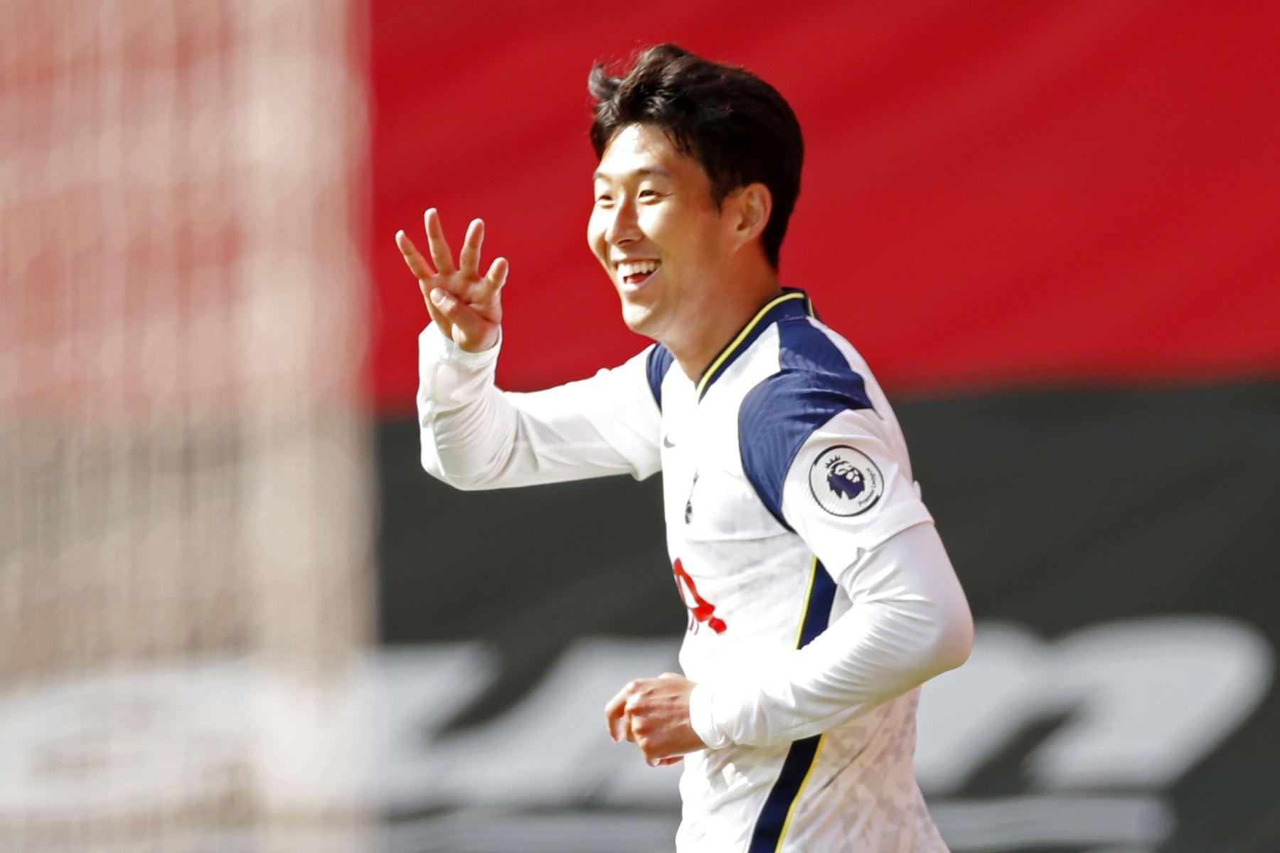El delantero surcoreano del Tottenham Hotspur, Son Heung-Min, celebra su cuarto gol durante el partido de fútbol de la Premier League. Foto: AFP