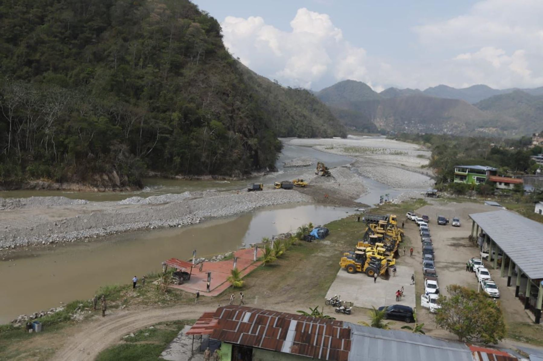 Desde la región Junín, el presidente Martín Vizcarra, supervisó las obras de descolmatación del cauce del río Chanchamayo. Foto: ANDINA/Prensa Presidencia