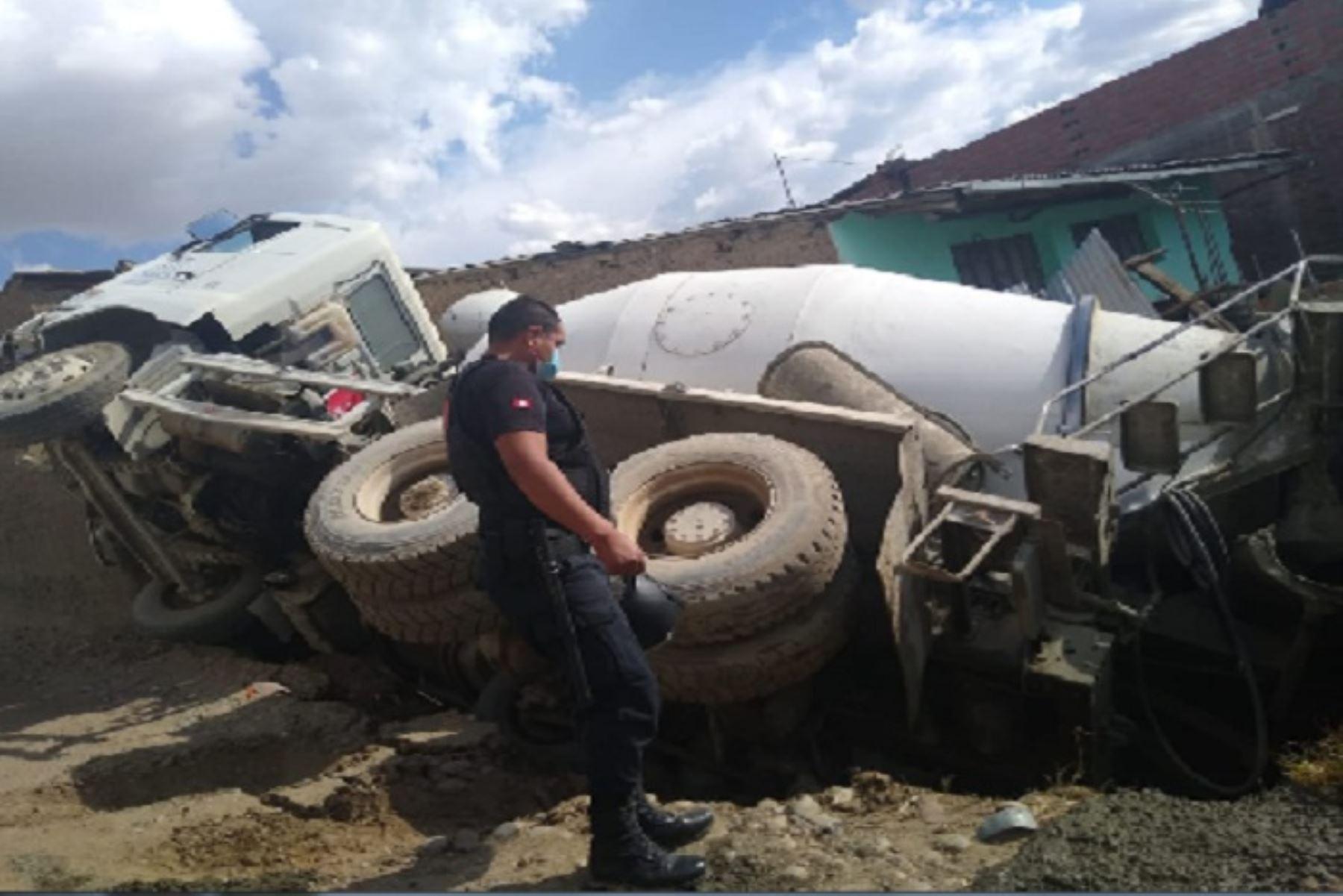 Camión se despista y vuelca dentro de una vivienda en Huancayo | Noticias