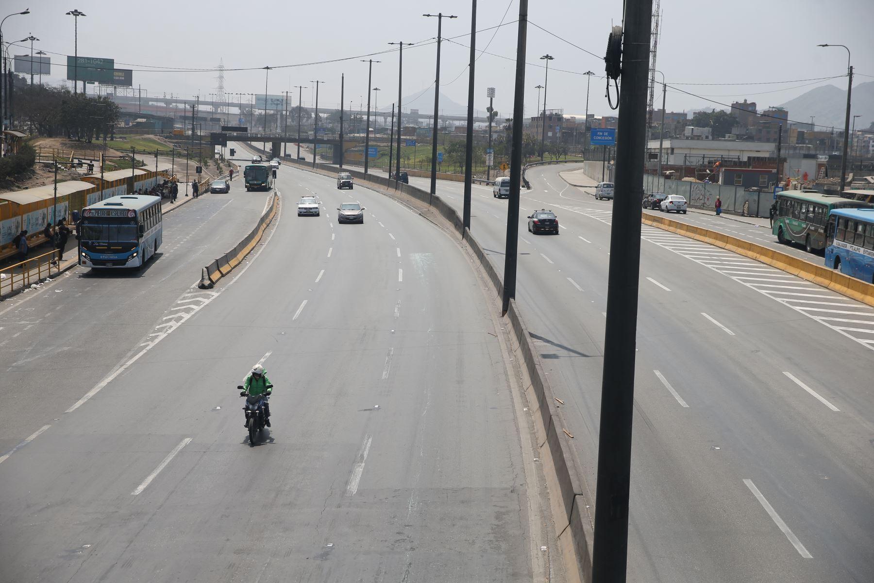 Así se observa la vía evitamiento a la altura de Acho este domingo tras levantamiento de inmovilización social obligatoria. Foto: ANDINA/Jhonel Rodríguez