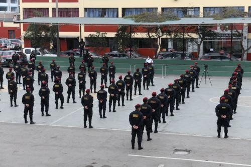 Coronavirus: Ministro del Interior visita la División de Emergencia de la Policía