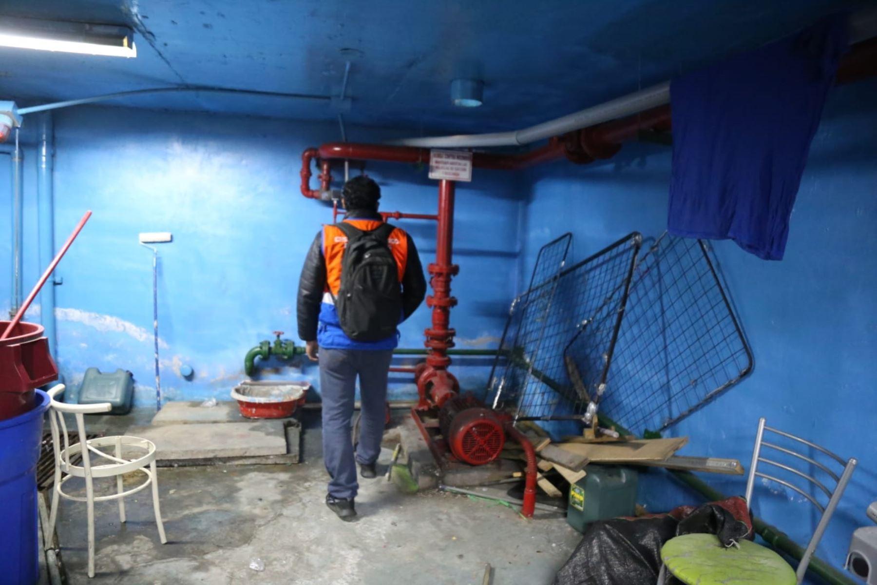 La Municipalidad de Lima clausuró el centro comercial Unicachi, ubicado en la cuadra 10 de la Av. Abancay, por realizar actividades económicas sin contar con las condiciones técnicas ni medidas de seguridad en sus instalaciones. Foto: Municipalidad de Lima
