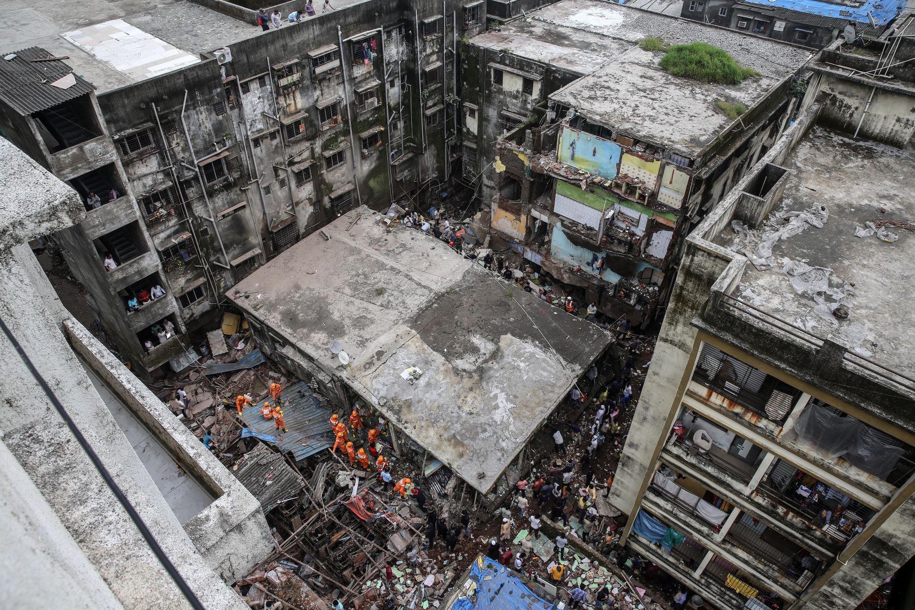 Vista panorámica tras el colapso de un edificio residencial en Bhiwandi, afueras de Mumbai, India. Foto: EFE