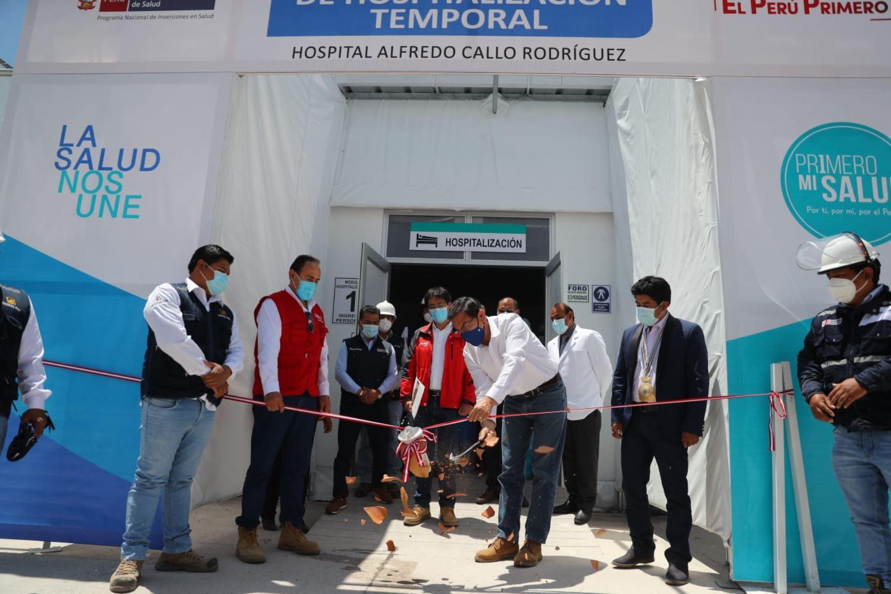 El presidente de la República, Martín Vizcarra, pone en funcionamiento el Centro de  Atención y Aislamiento Temporal, que cuenta con 50 camas de hospitalización para pacientes Covid 19 en Sicuani, Cusco. Foto: ANDINA/ Prensa Presidencia