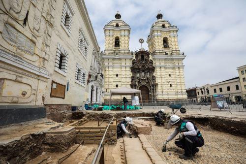 Lima: Hallan restos arqueológicos en plazuela del convento de San Francisco