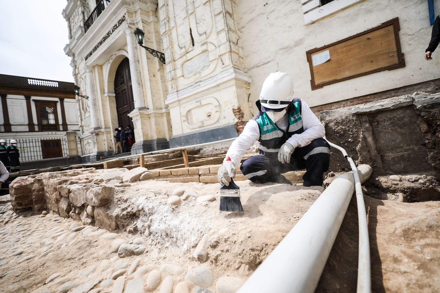 El proyecto de investigación arqueológica de la plazuela de San Francisco comenzó en diciembre del 2019 pero quedó paralizado debido al estado de emergencia nacional por la pandemia. Foto: ANDINA/Municipalidad de Lima