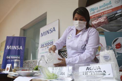 Minsa advierte que el 90% de parásitos se transmiten por el consumo de alimentos y bebidas contaminadas
