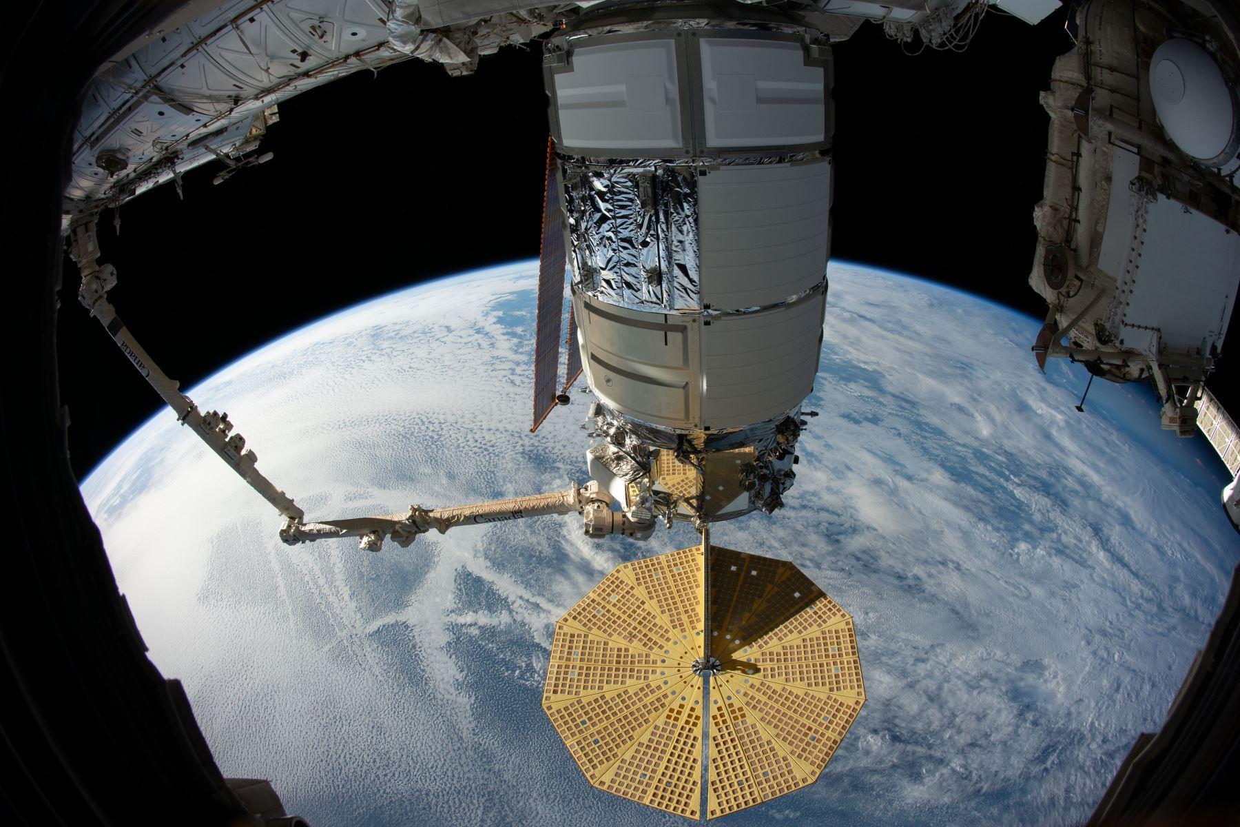 Según el astrónomo Jonathan McDowell, el objeto amenazante eran los restos de una parte de un cohete japonés lanzado en 2018, que se desintegró en 77 piezas en febrero de 2019. Foto: AFP