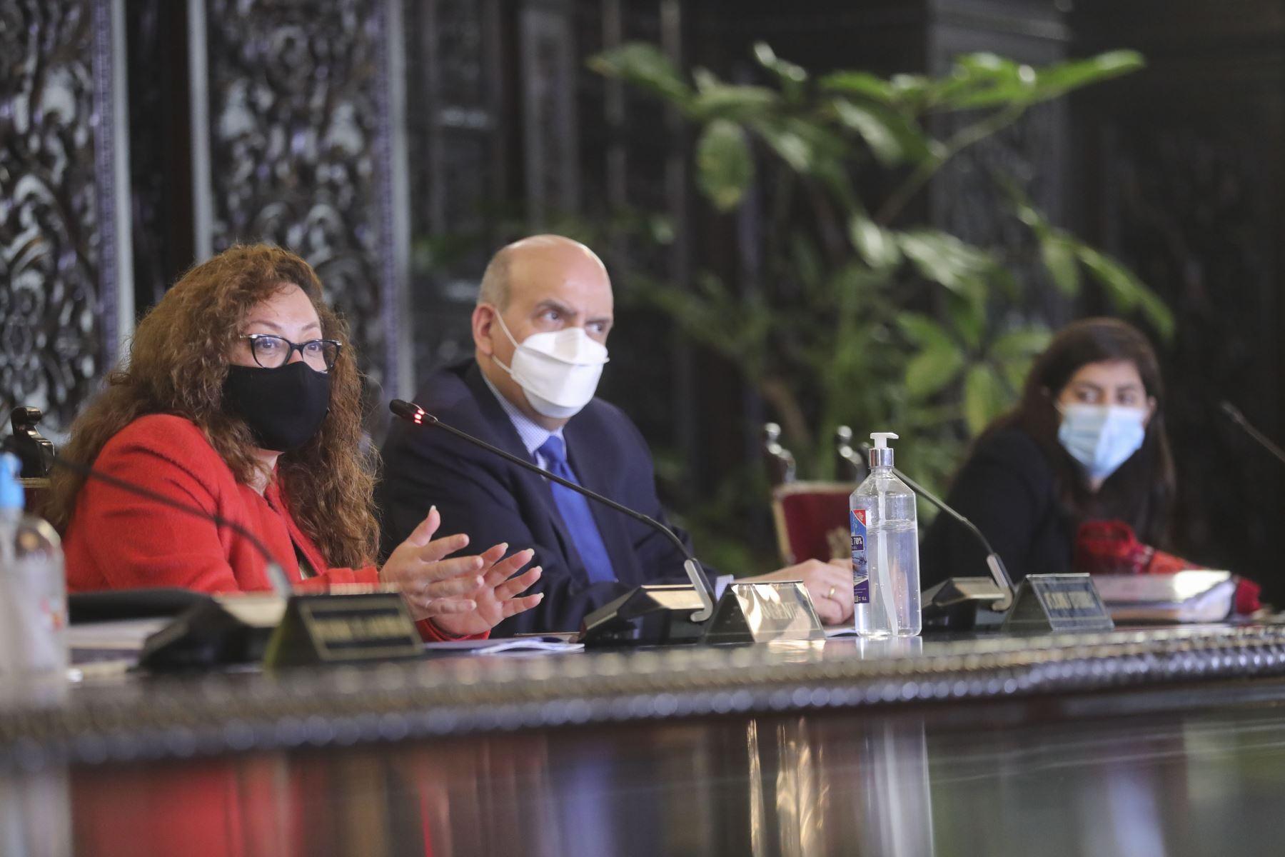 Ministra del Ambiente Kirla Echegaray, junto al gabinete ministerial, instalan la Comisión de Alto Nivel de Cambio Climático. Foto: ANDINA/Prensa Presidencia