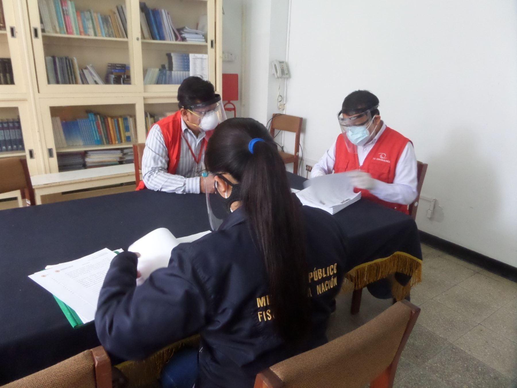 Representantes de la Fiscalía del Santa y de la Contraloría intervinieron el Hospital Eleazar Guzmán Barrón de Chimbote por la presunta compra irregular de mascarillas. ANDINA/Difusión