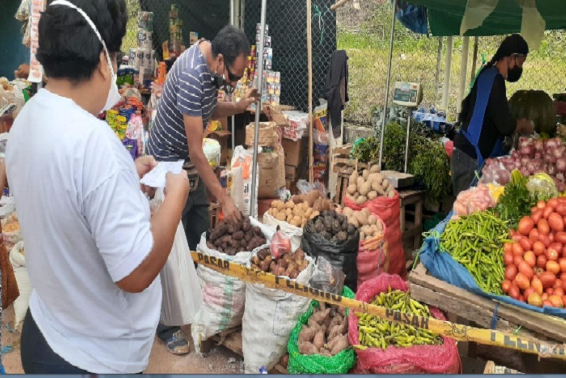 La oferta de alimentos en los mercados de abastos en Lima evitó el incremento de precios en el 2020, lo que mantuvo estable la capacidad adquisitiva de los hogares. ANDINA/Difusión