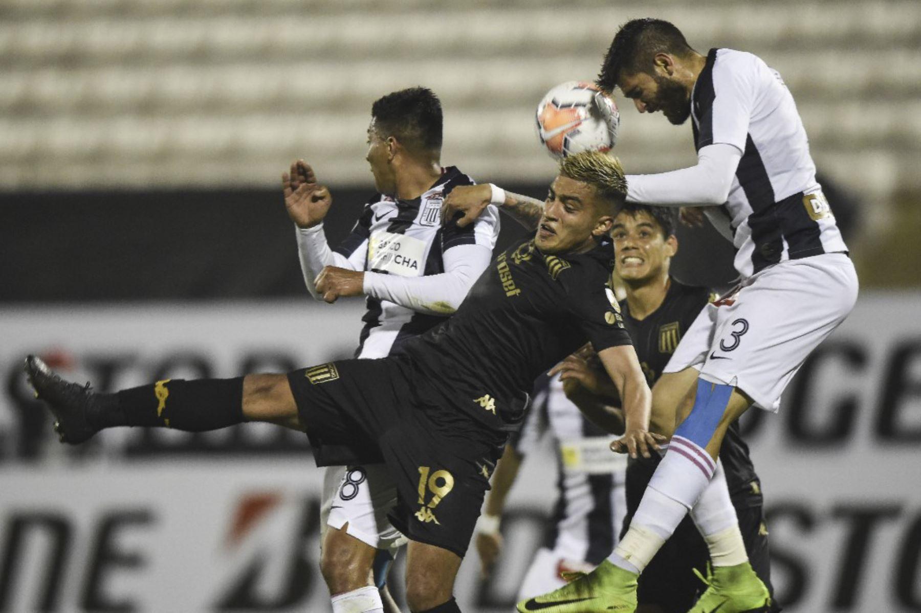Alianza Lima recibe a Racing de Argentina por la Copa Libertadores en el estadio Alejandro Villanueva. Foto: AFP