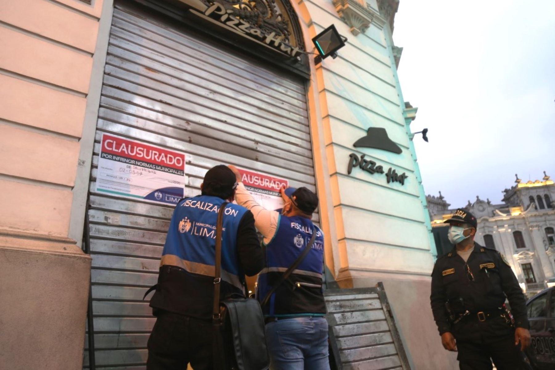 Clausuran local de Pizza Hut en la plaza San Martín por deficiencias sanitarias   Noticias