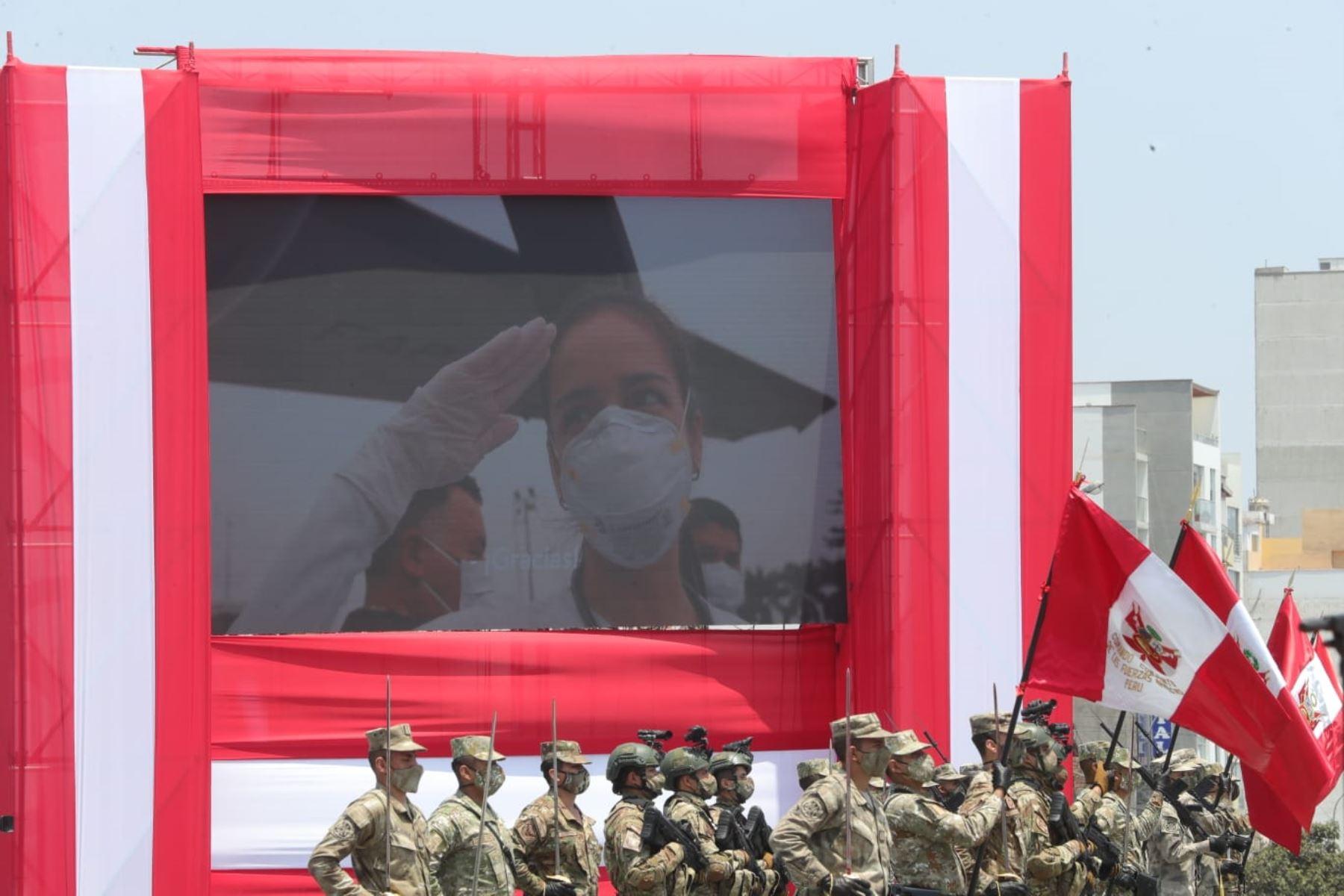 Presidente de la República,Martin Vizcarra participa de la ceremonia por el Día de las Fuerzas Armadas, institución que vela por la defensa y seguridad del país, además de contribuir en acciones para el cuidado y ayuda de los ciudadanos. Foto: ANDINA/Prensa Presidencia