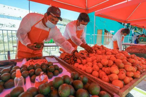 Miinistro de la Producción realiza reconocimiento del nuevo Mercado Temporal de Catacaos, en Piura