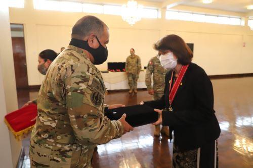 Ministra Mazzetti y su equipo del Minsa reciben reconocimiento por su labor en la lucha contra la pandemia