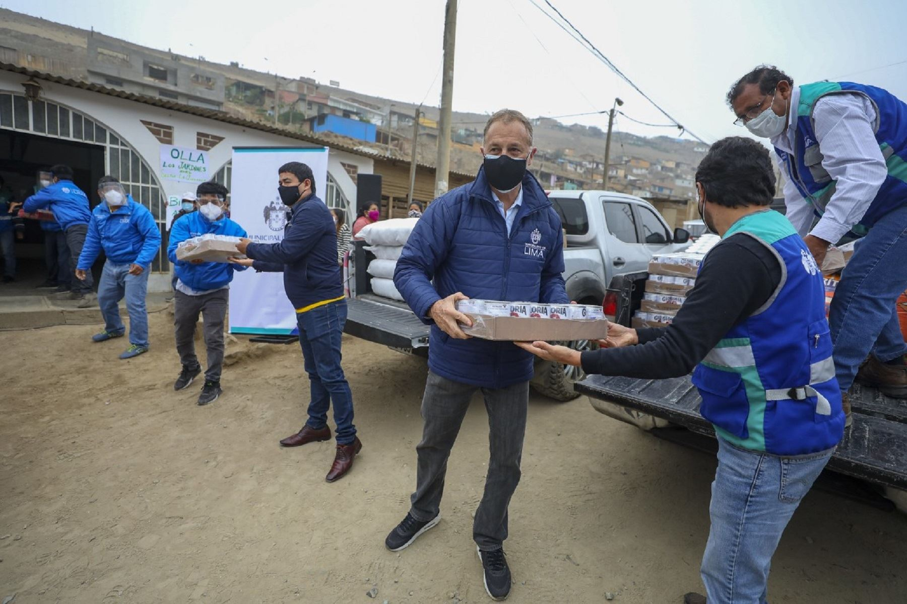 El burgomaestre llevó las primeras dos toneladas de productos a Carabayllo. Foto: Municipalidad Metropolitana de Lima.