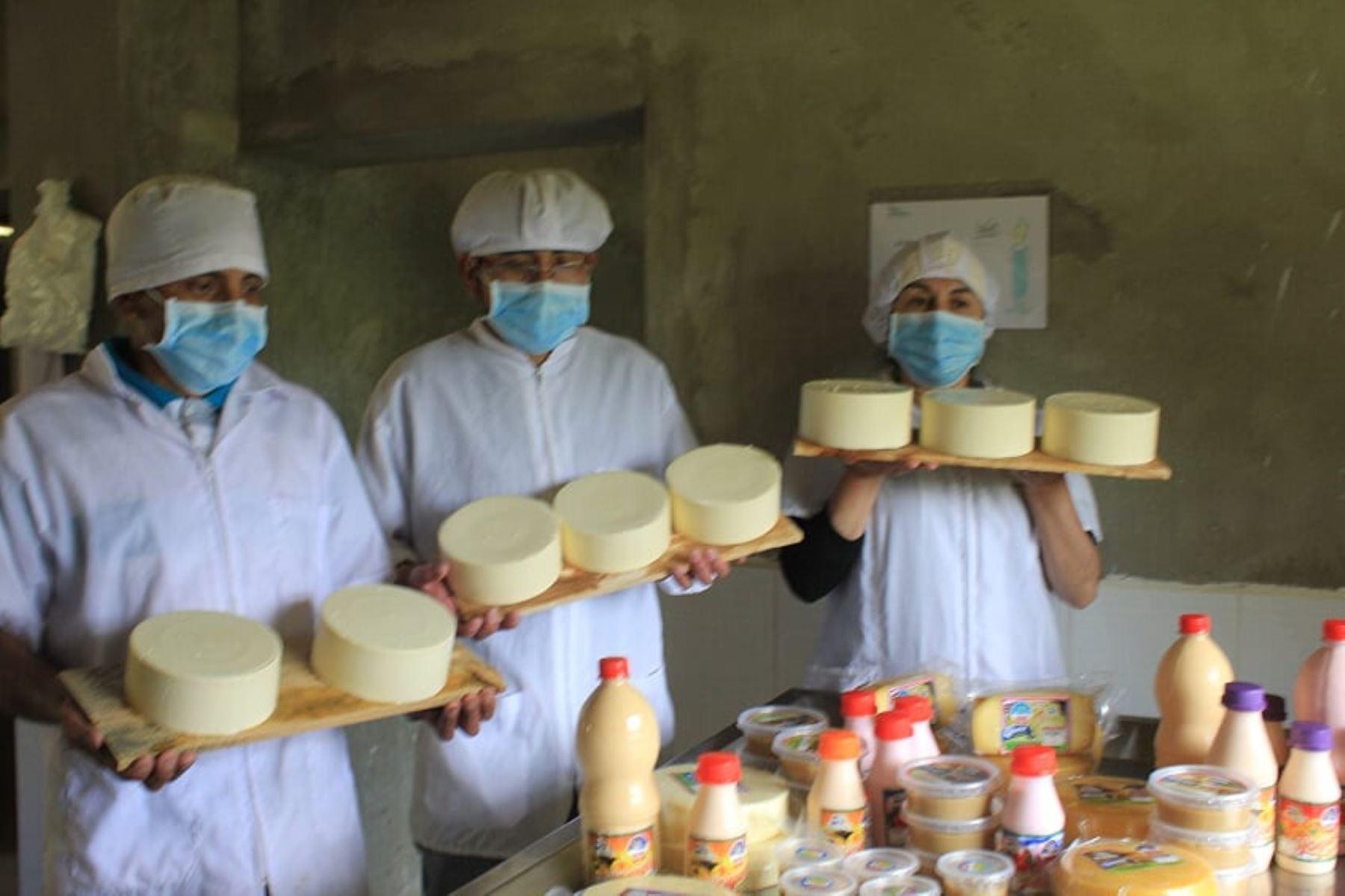 Emprendedores de Haku Wiñay de la provincia de Huarochirí, región Lima, entregan sus productos a domicilio. ANDINA/Difusión