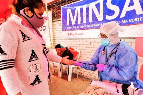 Brigadas del Minsa brindan atención médica integral y descarte de covid-19 en San Martín de Porres