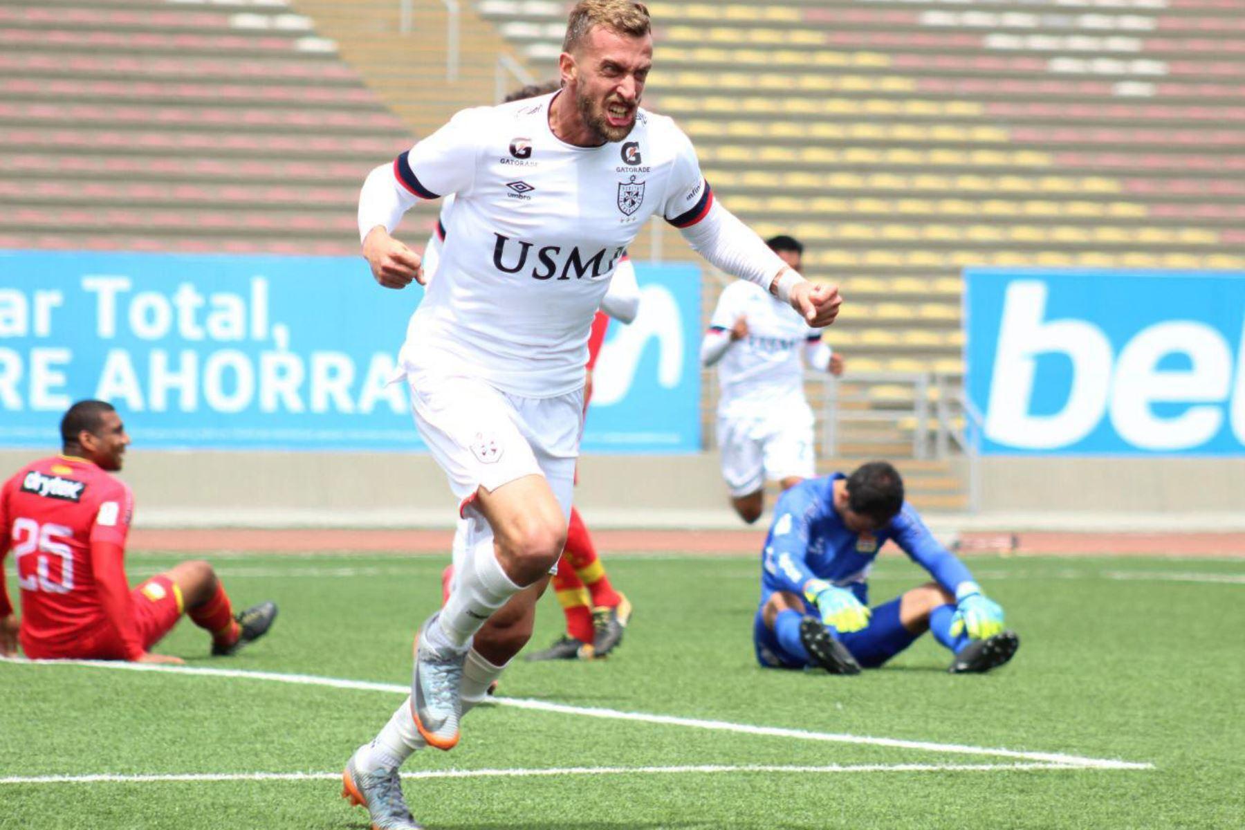 El futbolista Gaspar Gentile de  U. San Martín , celebra su gol ante el Sport Huancayo, durante el partido por la fecha 14  de la Liga 1 del Torneo Apertura 2020, estadio San Marcos. Foto: @LigaFutProfdel