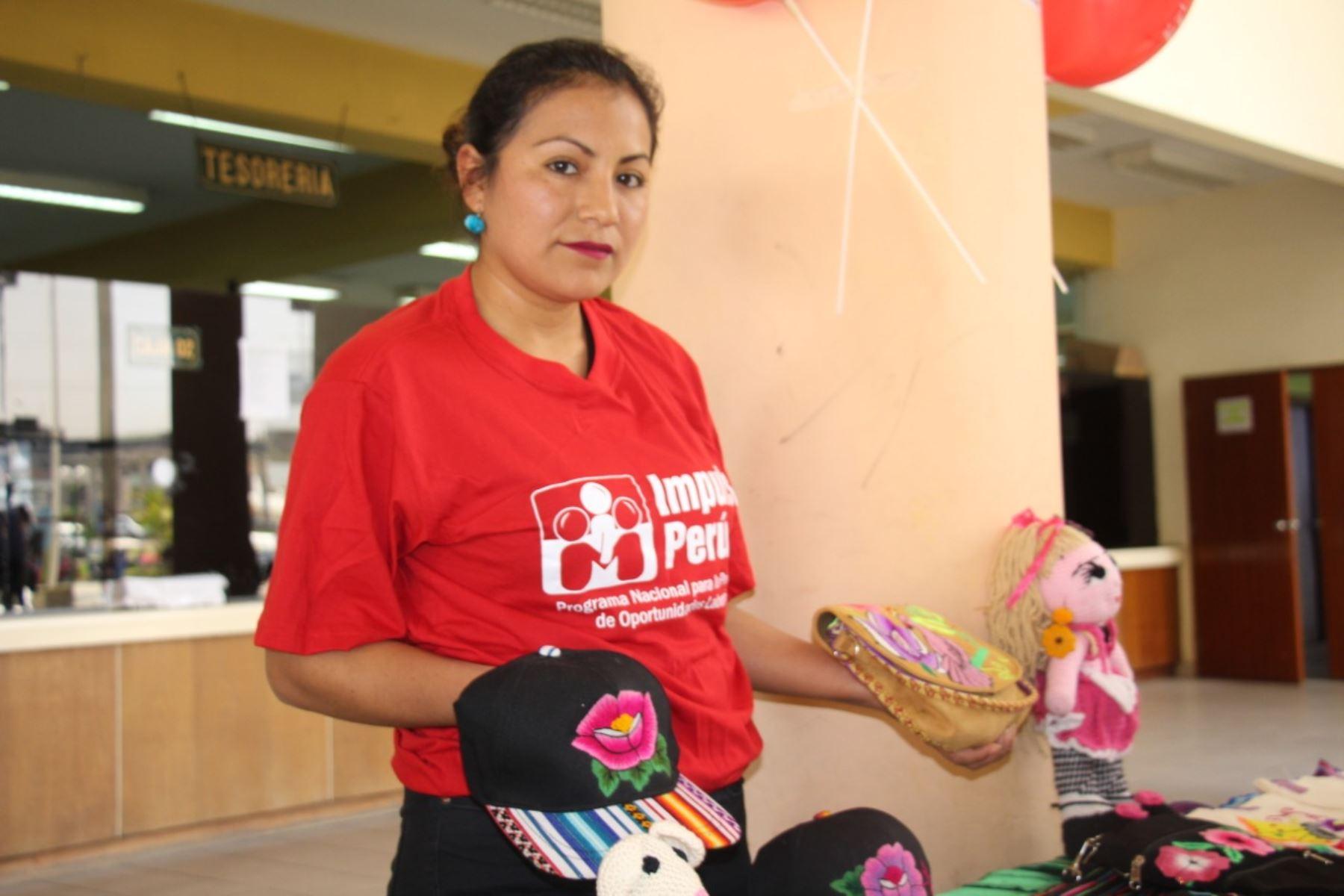 Mujeres mejoran su capacidad de trabajo gracias a programa Impulsa Perú. Foto: MTPE