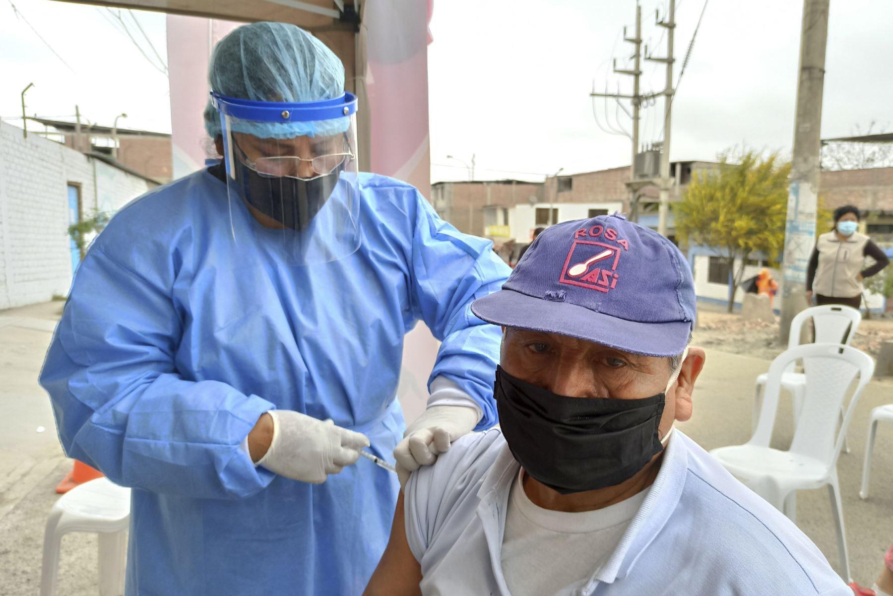 Minsa brinda atención médica integral en varios distritos de Lima. Se realizaron descartes de covid-19, anemia, TBC, vacunación, consejería nutricional, entre otros servicios. Foto: Minsa