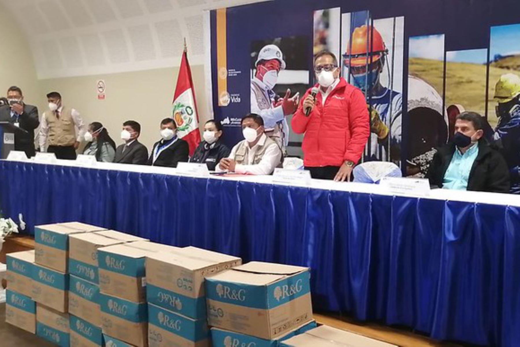 El ministro del Interior, César Gentille, llevó a la región Pasco con más de dos toneladas de ayuda médica. Foto: Mininter