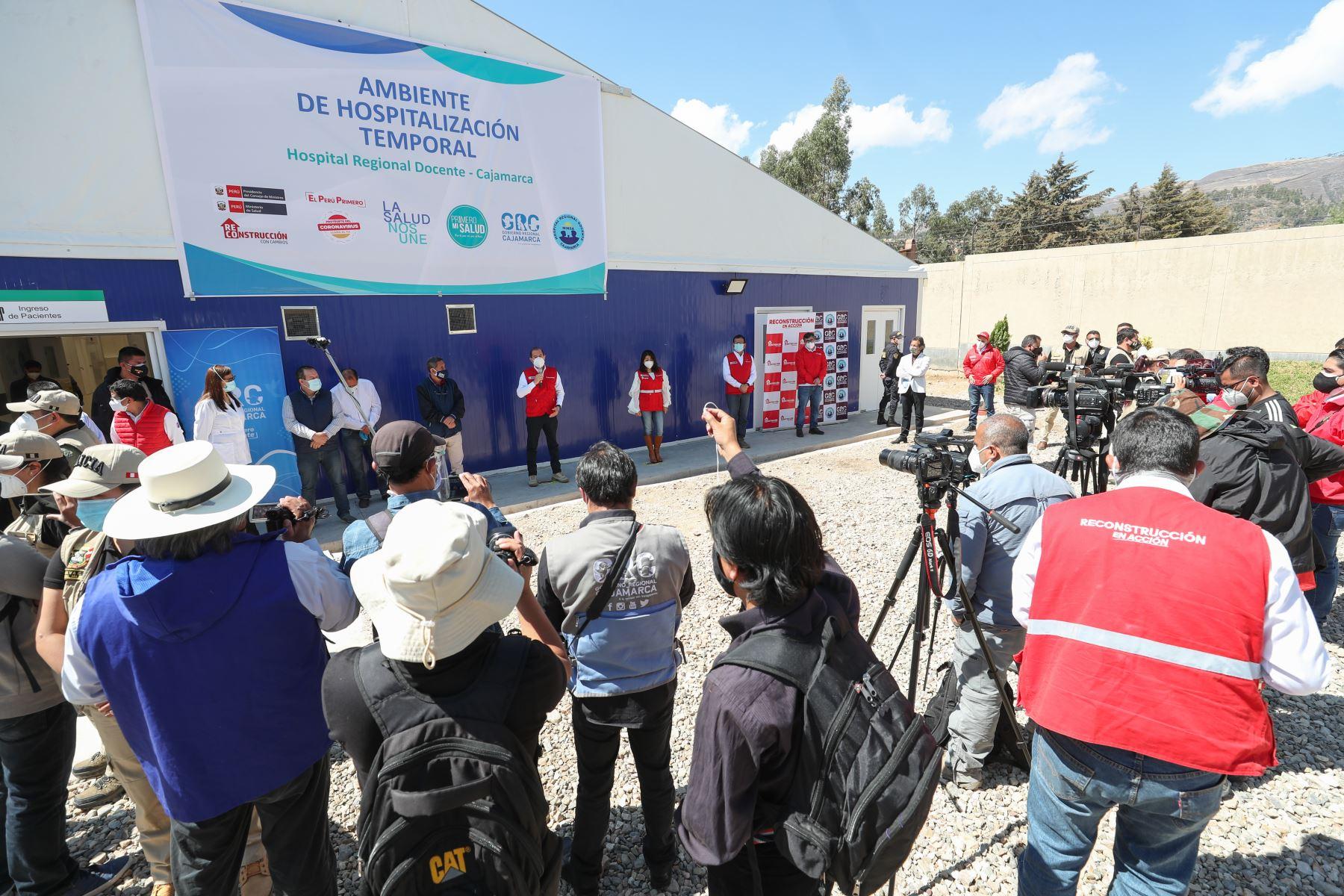 El primer ministro, Walter Martos, acompañado del gobernador regional, Mesías Guevara, viaja a Cajamarca para hacer entrega de un Centro de Atención Temporal para pacientes Covid-19. Foto: ANDINA/PCM