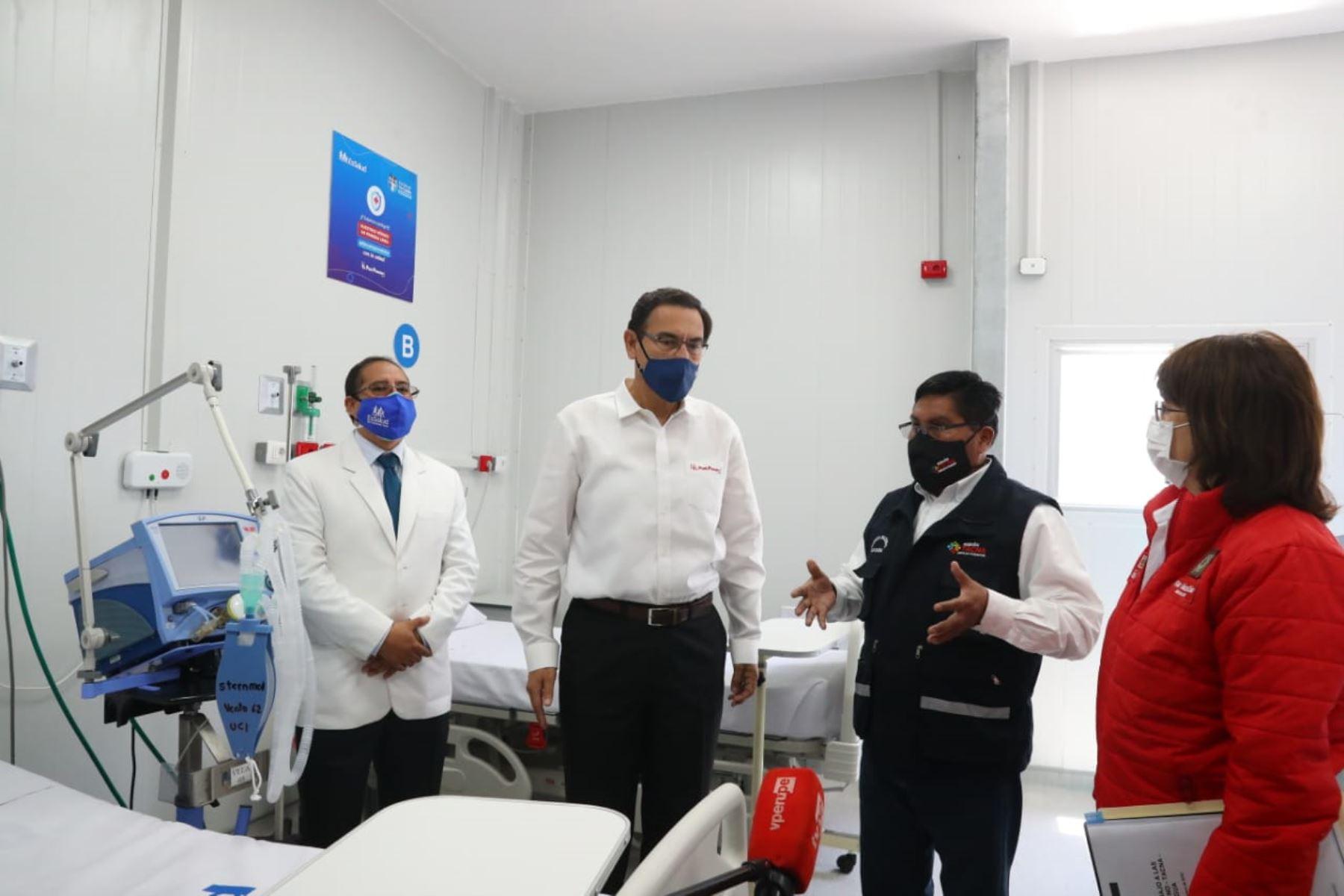 Presidente Martín Vizcarra inspecciona Hospital Viñani de Essalud en Tacna. Lo acompaña la ministra de Salud Pilar Mazzetti. Foto: ANDINA/Prensa Presidencia