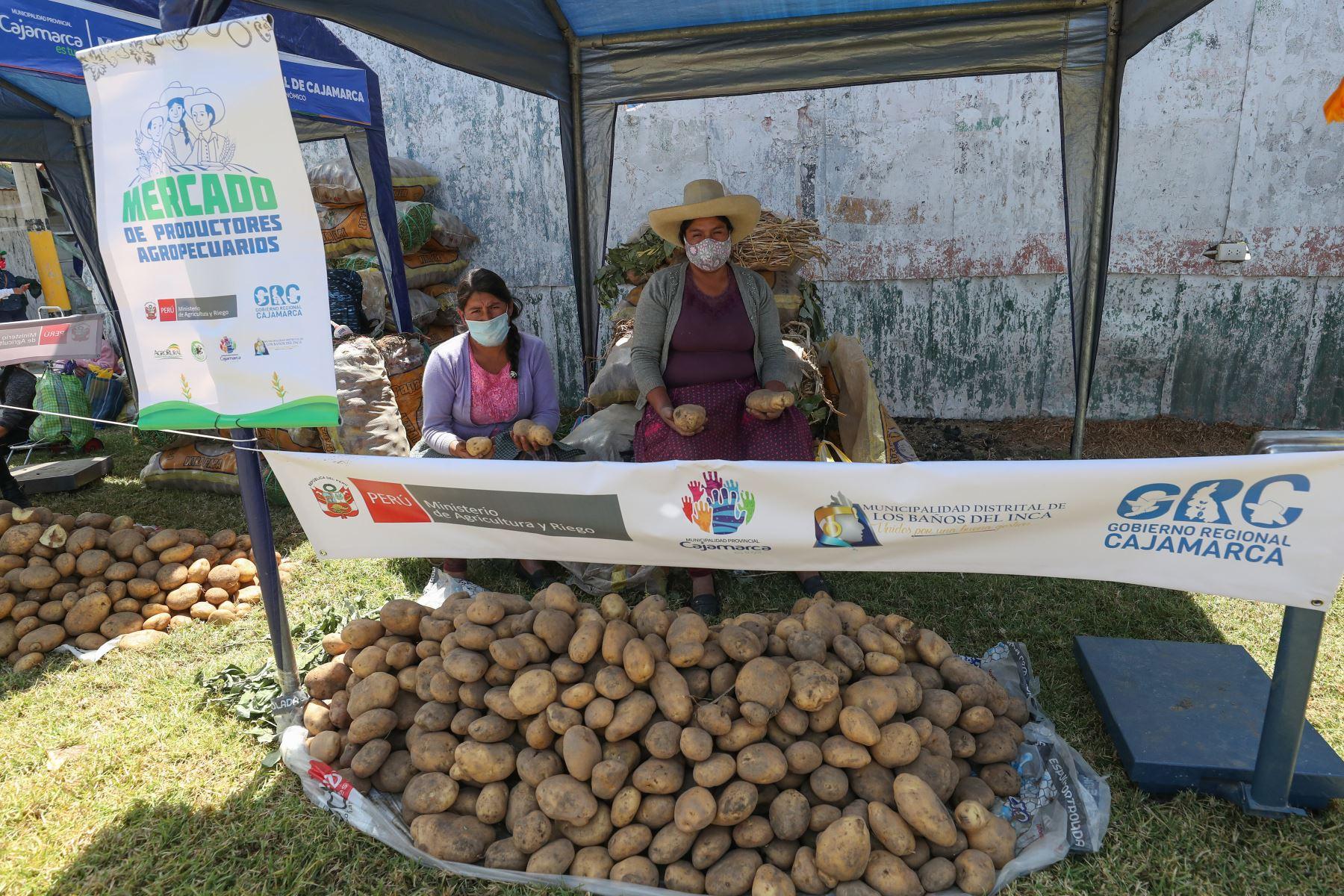 Con todas las medidas de bioseguridad para evitar la propagación del COVID-19, 130 productores agrícolas y ganaderos ofertarán sus productos en el nuevo Mercado de Productores Agropecuarios de Cajamarca. La población podrá llevar los alimentos del campo directamente a su hogar. Foto: ANDINA/PCM