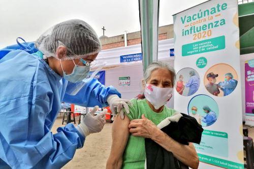 Brigadas del Minsa brindan atención médica a familias de la zona de Independencia y Carabayllo