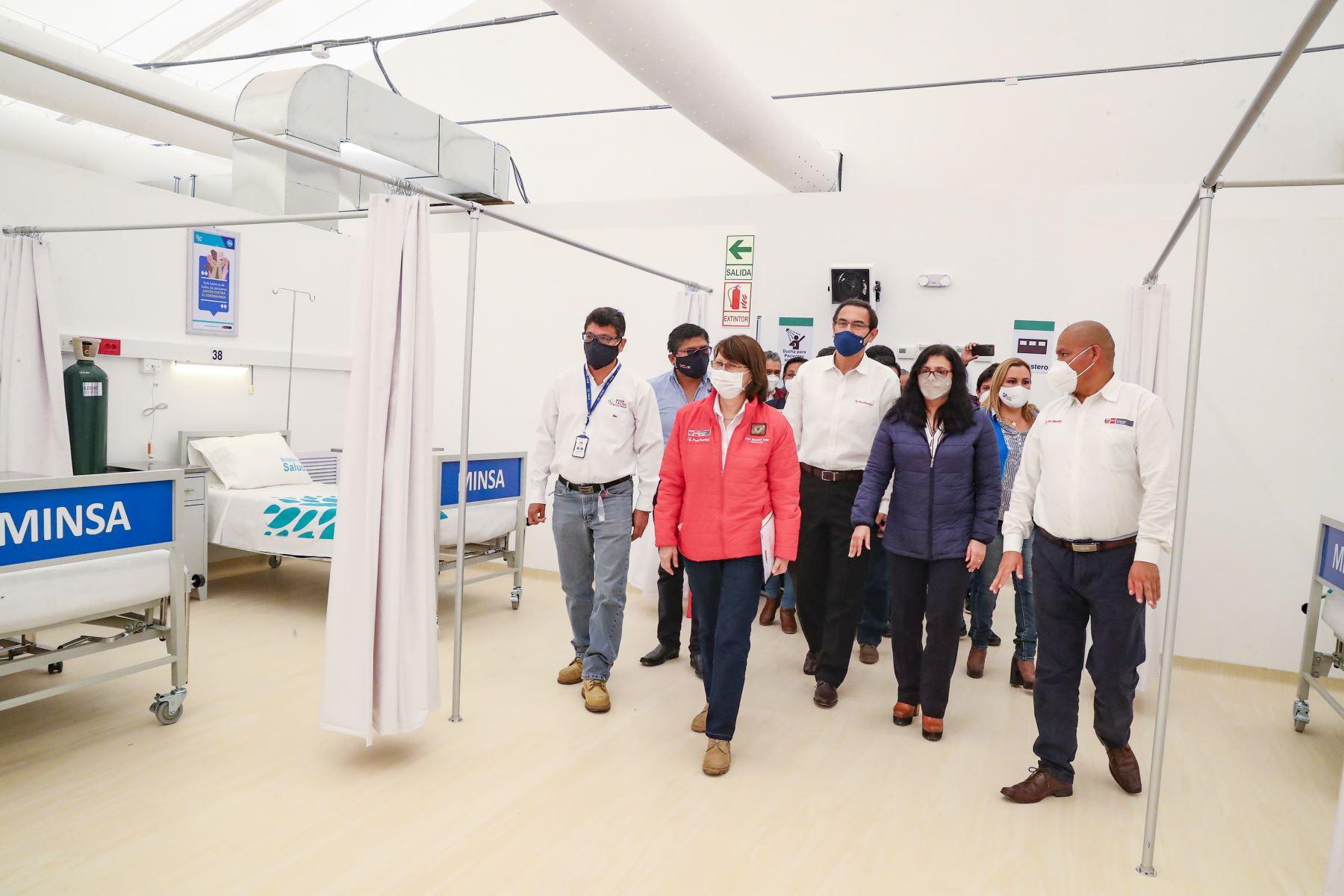 Presidente Martín Vizcarra inaugura Centro de Aislamiento Temporal del Hospital Unanue, en Tacna. Lo acompaña la ministra de Salud, Pilar Mazzetti. Foto: ANDINA/Prensa Presidencia