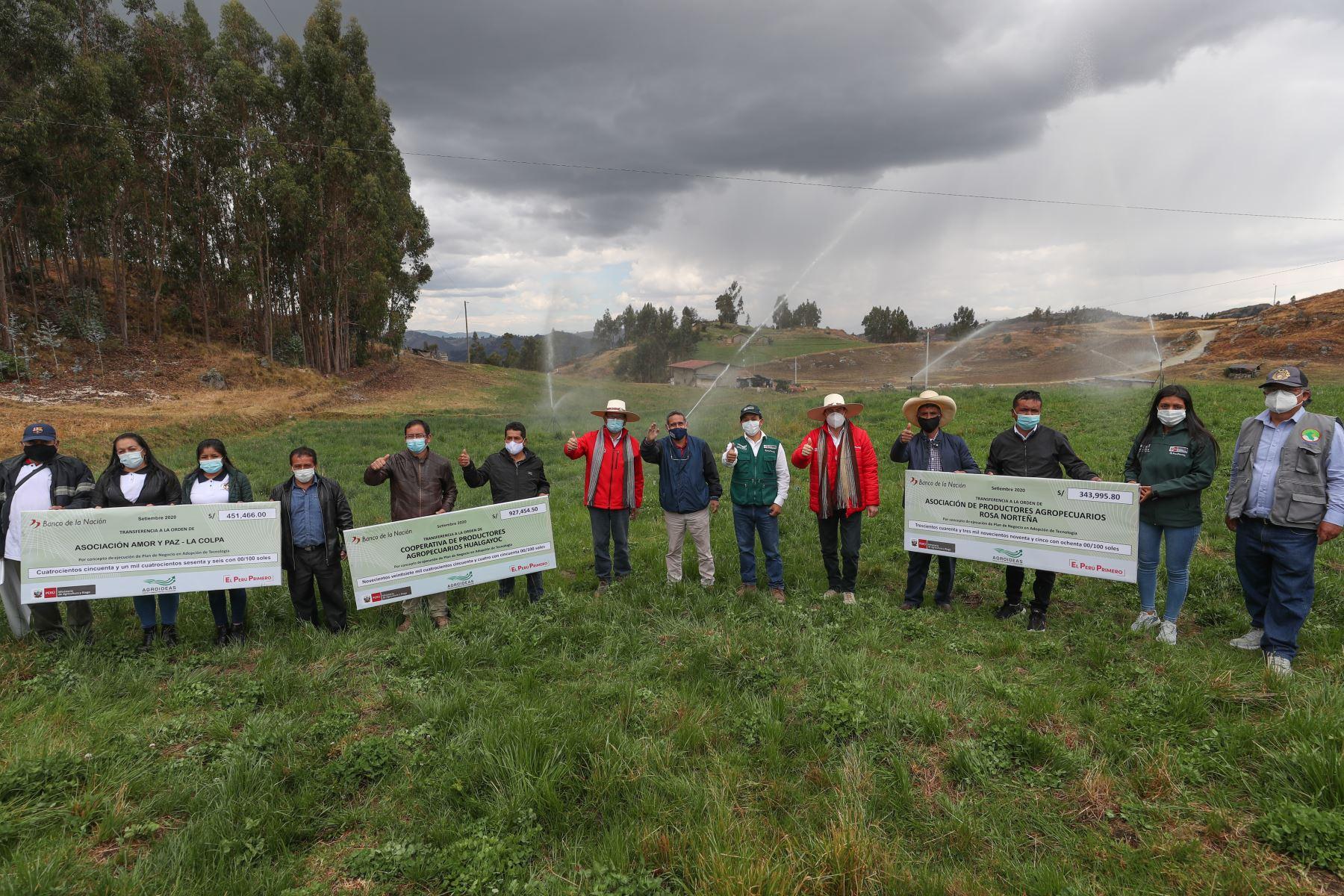 Jefe del Gabinete, Walter Martos, junto al ministro de Agricultura, Jorge Montenegro y el gobernador regional de Cajamarca, Mesías Guevara; participa en lanzamiento del Mercado de Productores Agropecuarios en la región.  Foto: ANDINA/PCM