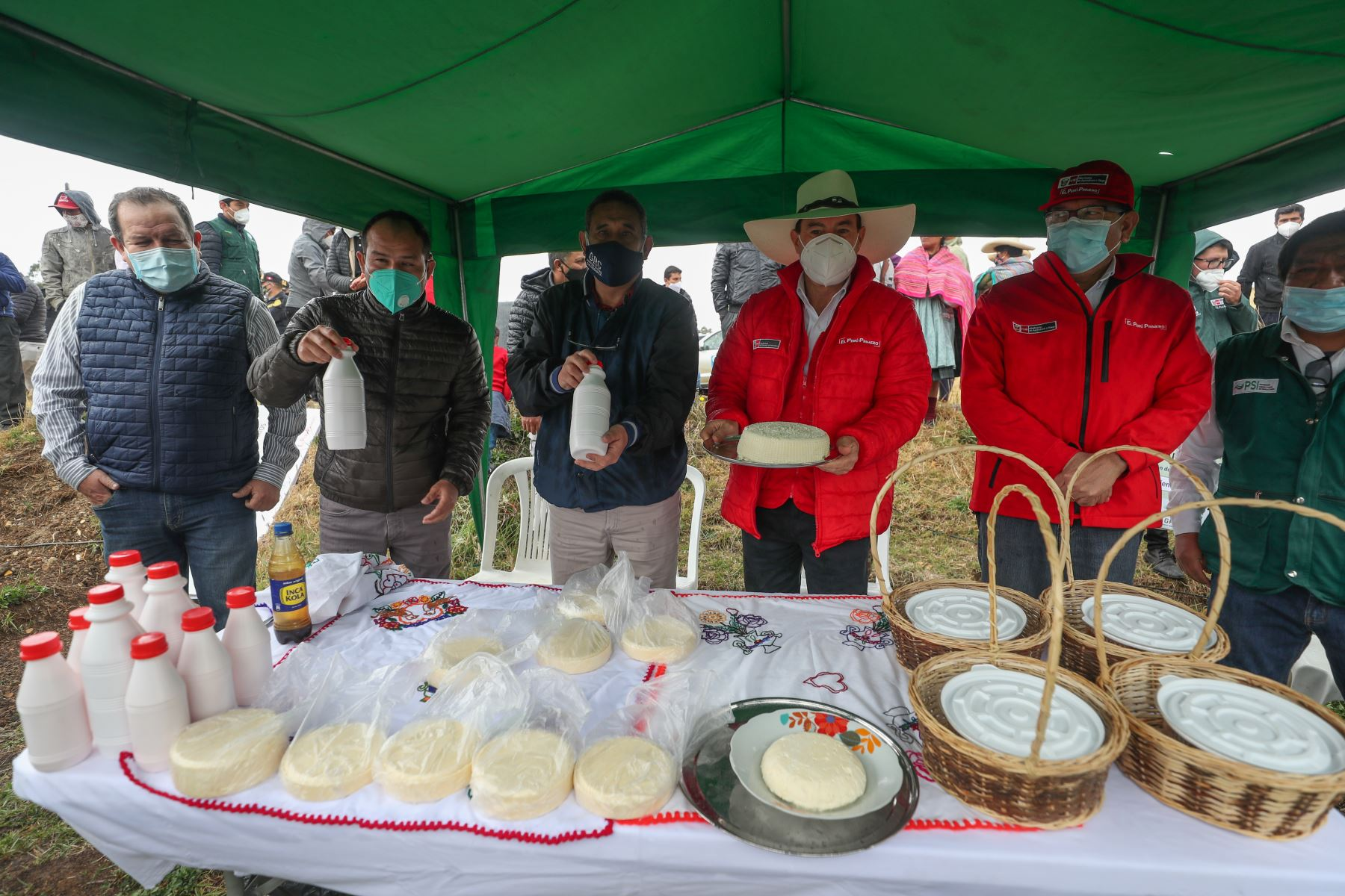Peruvian Prime Minister Walter Martos participates in the launch of the first Market of Farming Producers in Cajamarca region. Photo: ANDINA/Presidency of the Council of Ministers