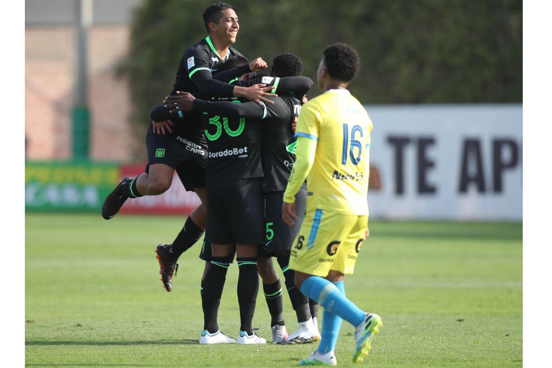 El futbolista Miguel Cornejo  de Alianza Lima , celebra su gol anotado ante el club Carlos Stein  , durante el partido por la fecha 14 de la Liga 1 del Torneo Apertura 2020, en la Videna FPF.  Foto: @LigaFutProfdel