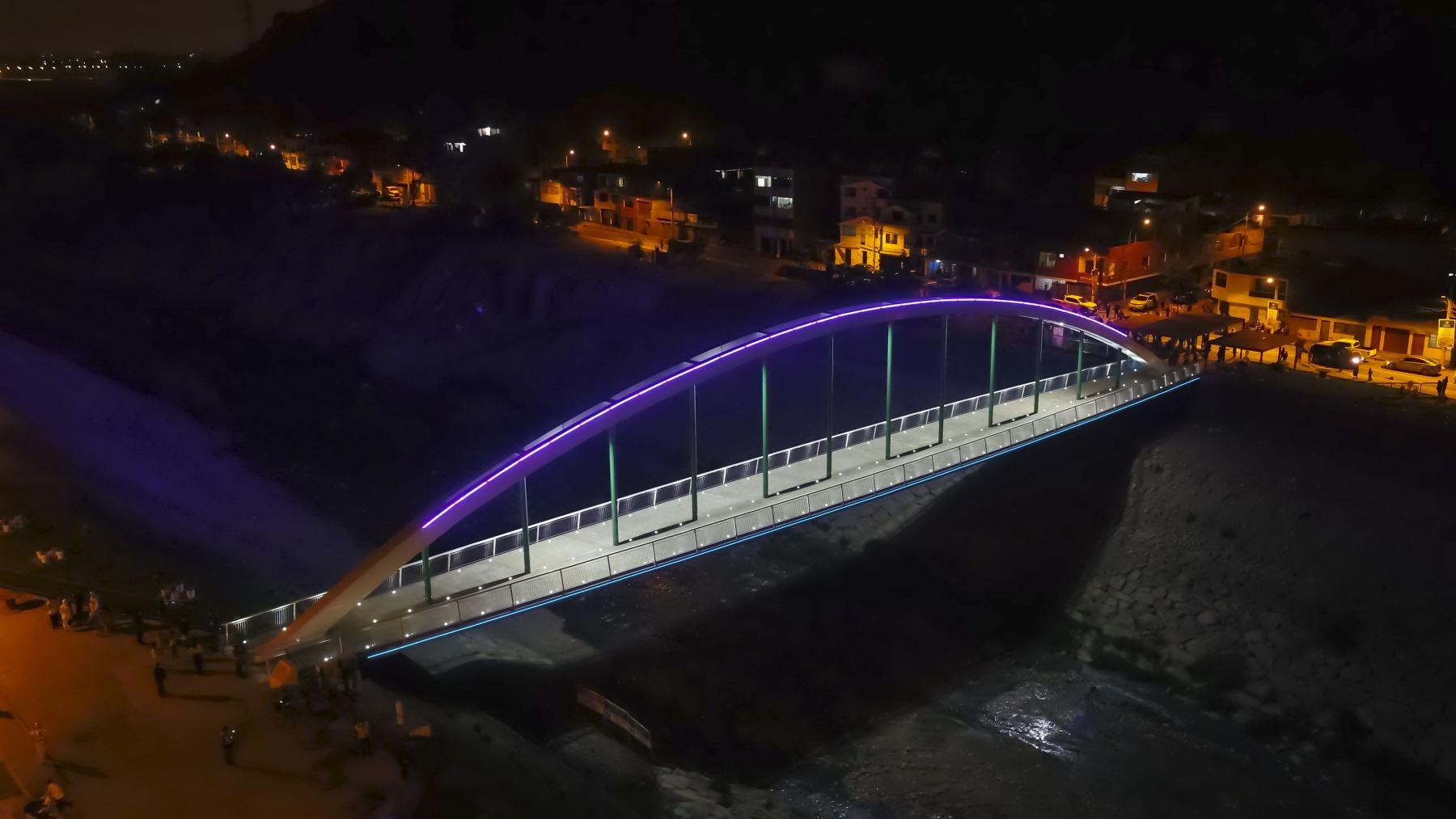 Se ha convertido en un atractivo espectáculo visual para el público que transita a diario por el puente. Foto: MML