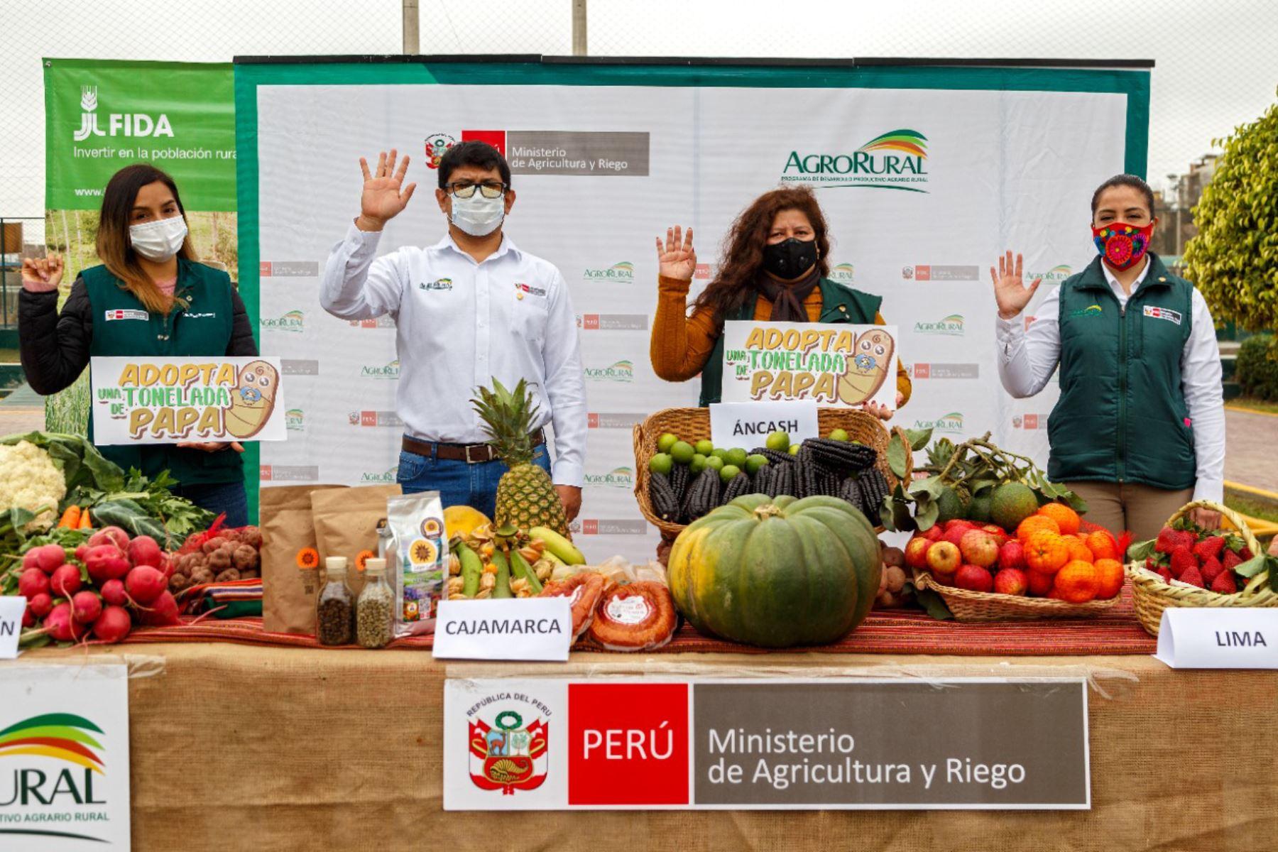 En el marco de la campaña Adopta una tonelada de papa, a cargo de Agro Rural del Ministerio de Agricultura y Riego se logró la venta de más de 294 toneladas de este principal alimento de la canasta familiar. Foto: Agrorural