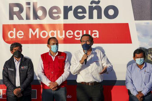 Presidente Vizcarra  presenció la firma del contrato para la ejecución del malecón ribereño de Moquegua