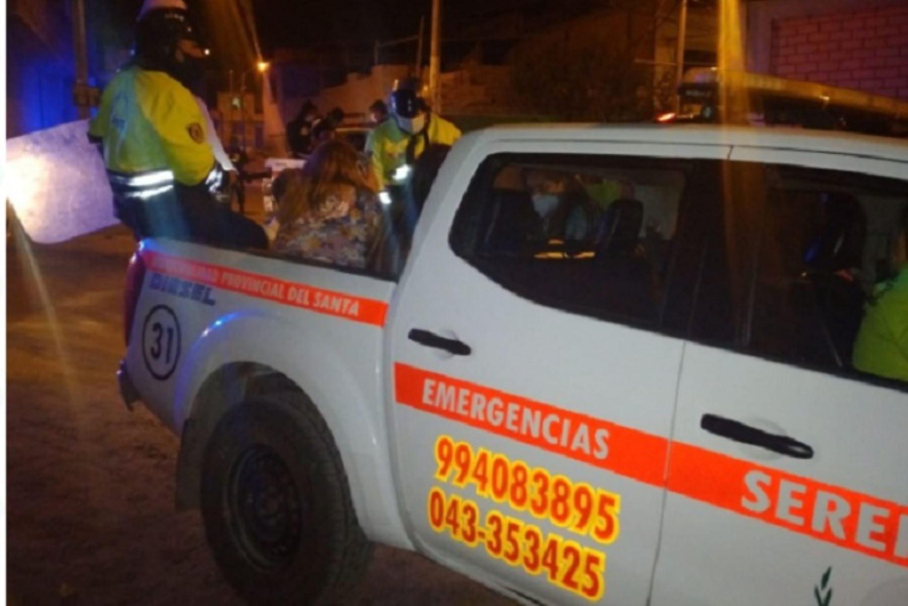 Con el apoyo de agentes de Seguridad Ciudadana, a través del patrullaje integrado, la Policía ingresó a la vivienda ubicada en el asentamiento humano El Progreso de Chimbote, donde se realizaba una fiesta popular amenizada con un chancalatas.