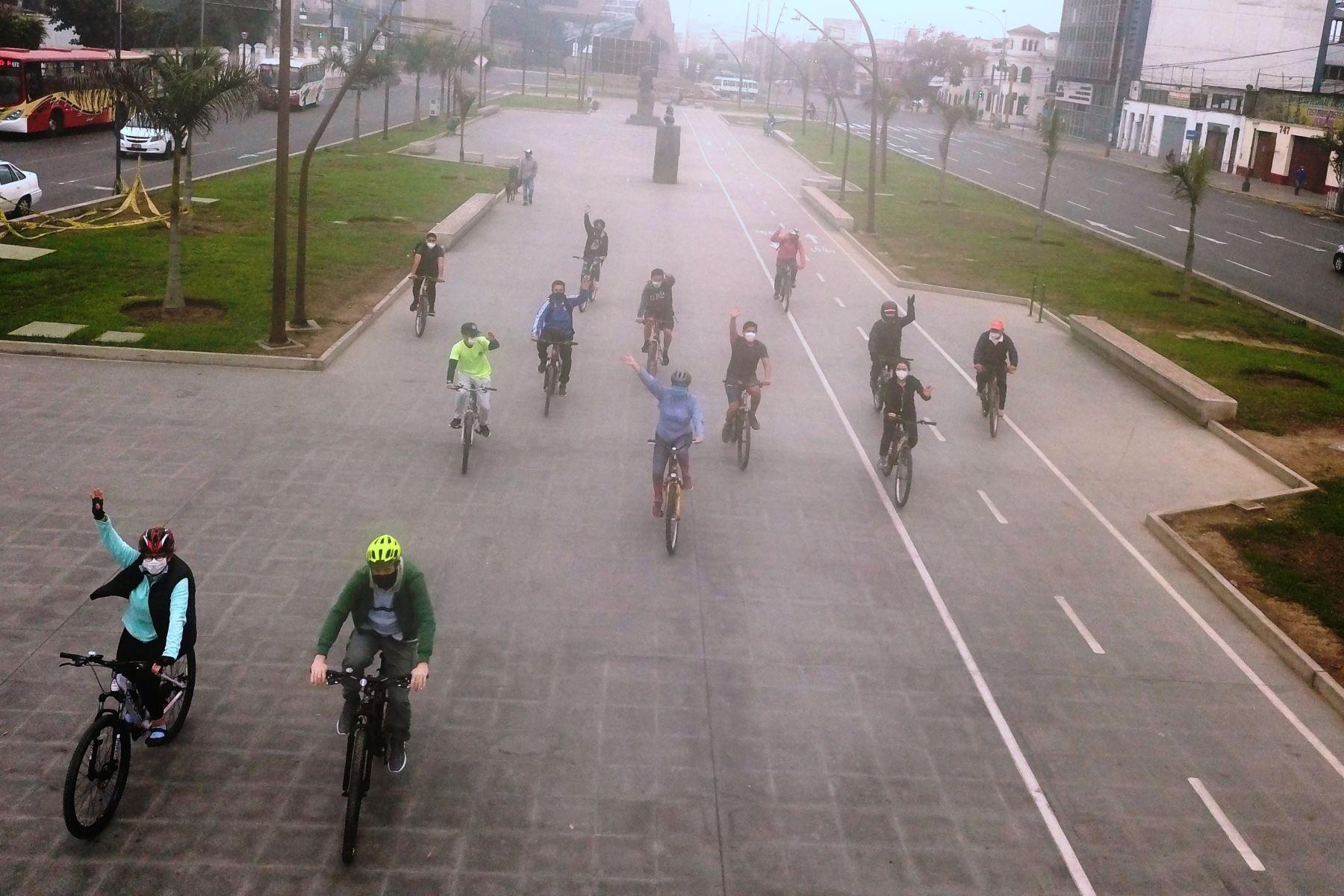 Lima con más caminantes y ciclistas: así se ve el domingo sin autos particulares. Foto: ANDINA/Juan Carlos Guzmán.