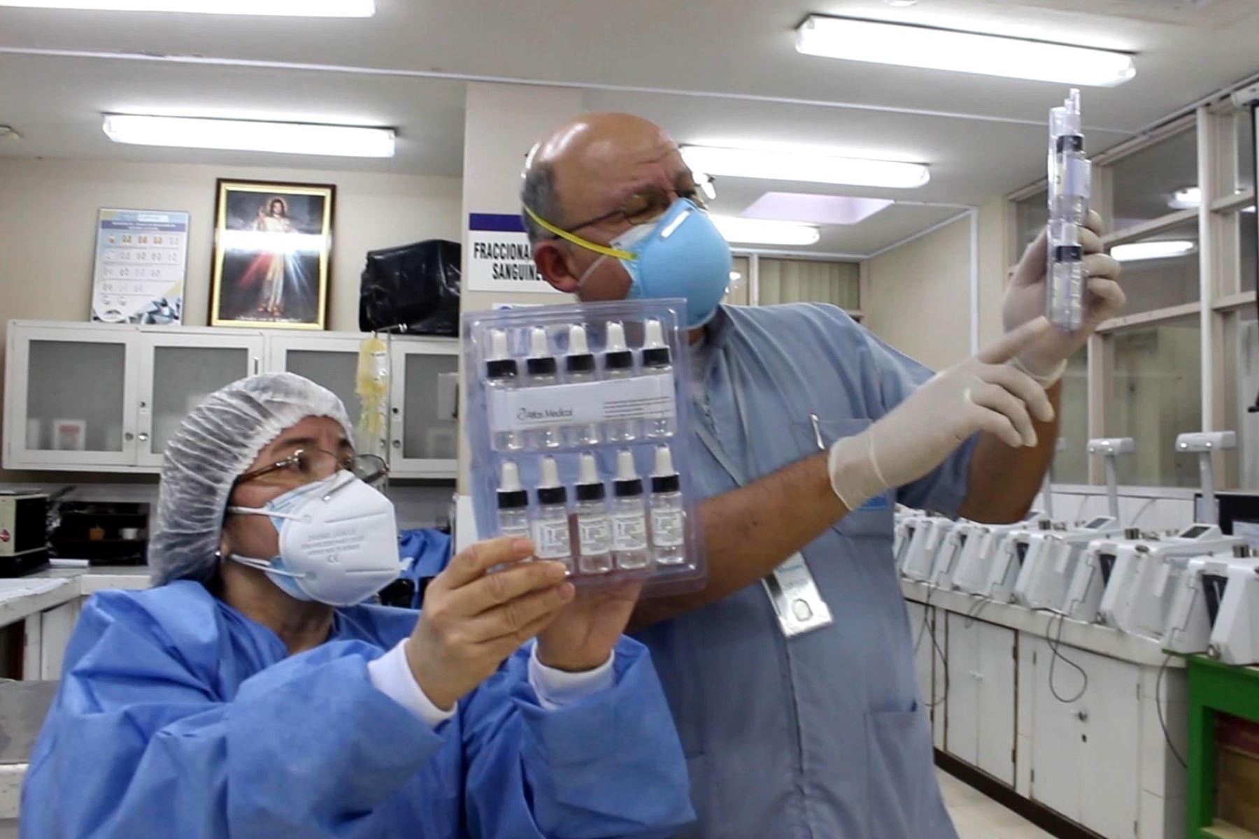 Carlos Enrique Penalillo Pimentel (59), tecnólogo médico de EsSalud. Foto: ANDINA/Difusión.