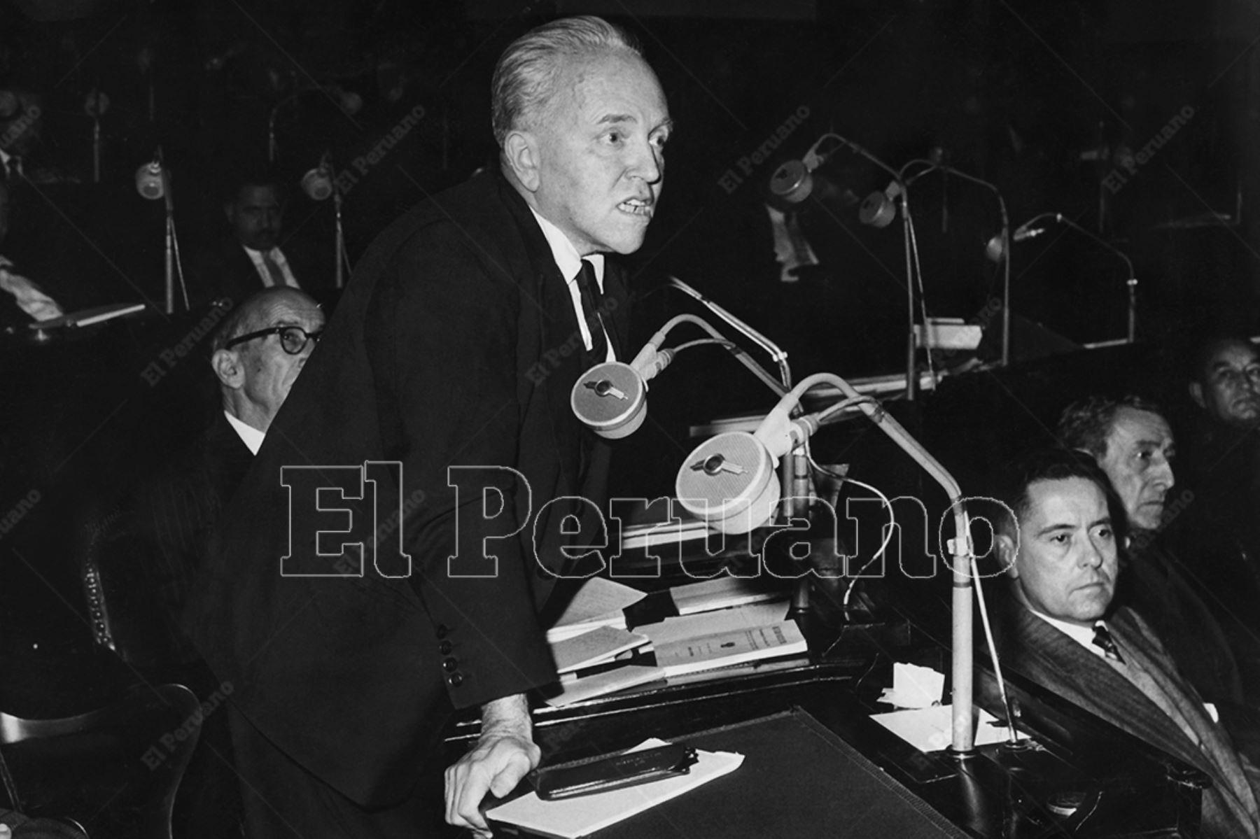 Lima - 1959 / Raúl Porras Barrenechea, canciller del Peru y senador por Lima, en el Congreso de la República.  Foto: Archivo Histórico de El Peruano / Ego Aguirre