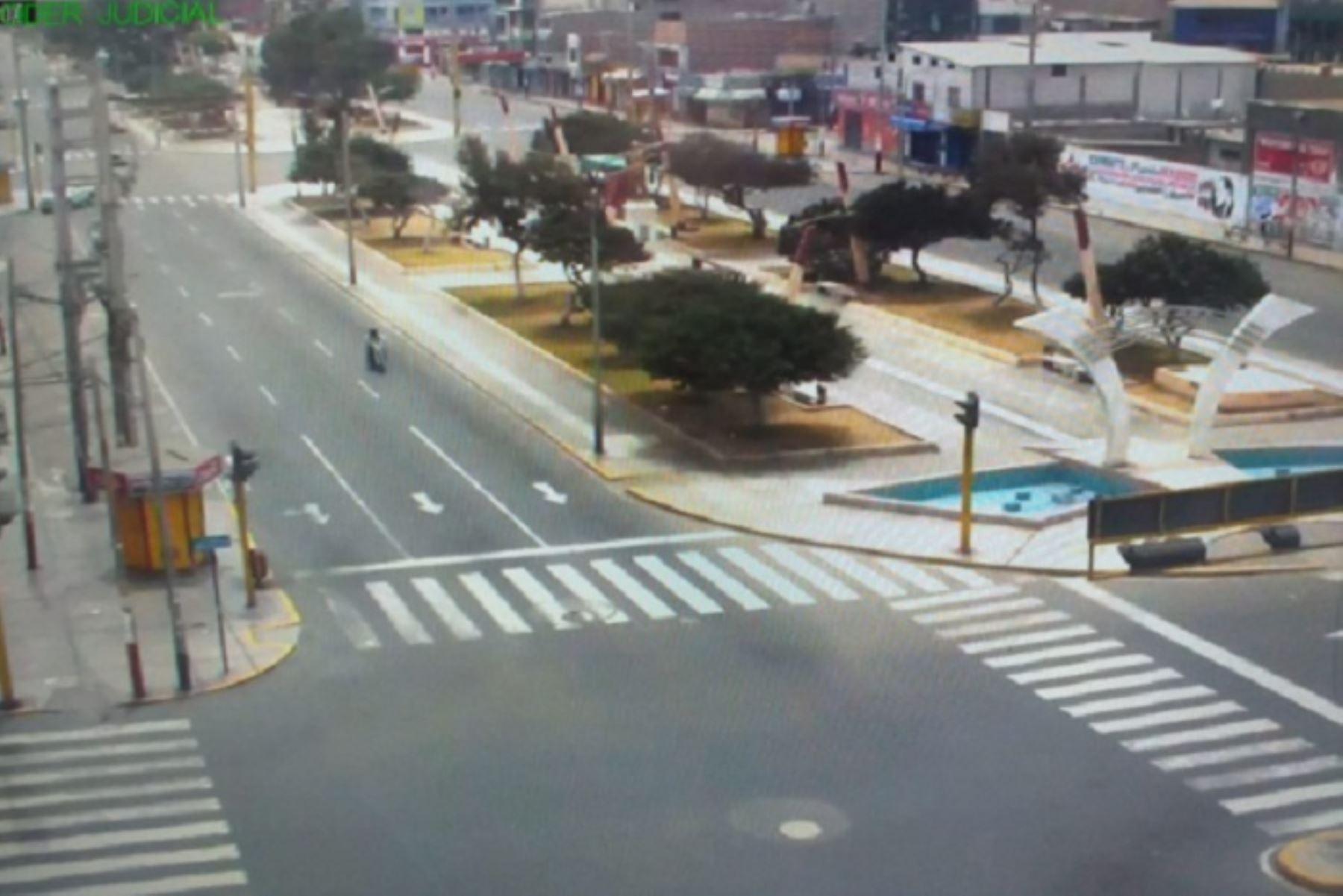 Las cámaras de seguridad de la Municipalidad Provincial del Santa captaron escenas de las más concurridas calles de la ciudad, evidenciándose totalmente desoladas.