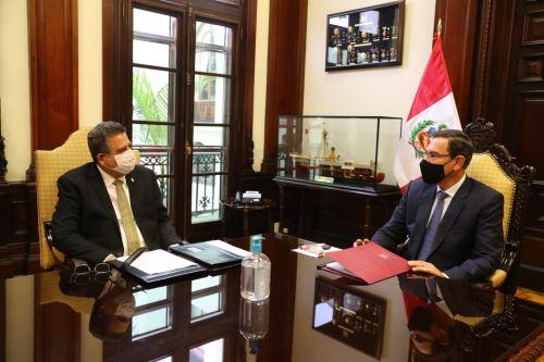 Presidente Vizcarra se reúne con titular del Congreso en Palacio de Gobierno