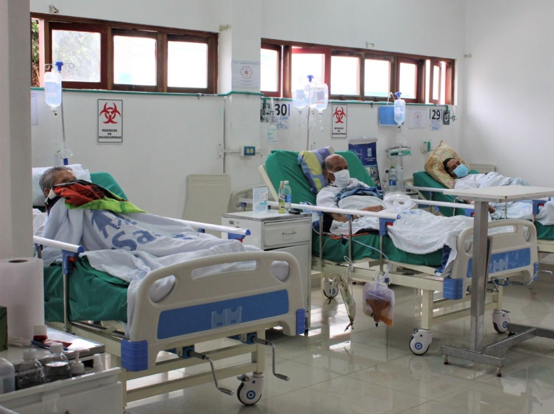 Del total de hospitalizados por covid-19 en el país, 1,354 se ubican en unidades de cuidados intensivos con ventilación mecánica, informó el Minsa. Foto: ANDINA/Minsa