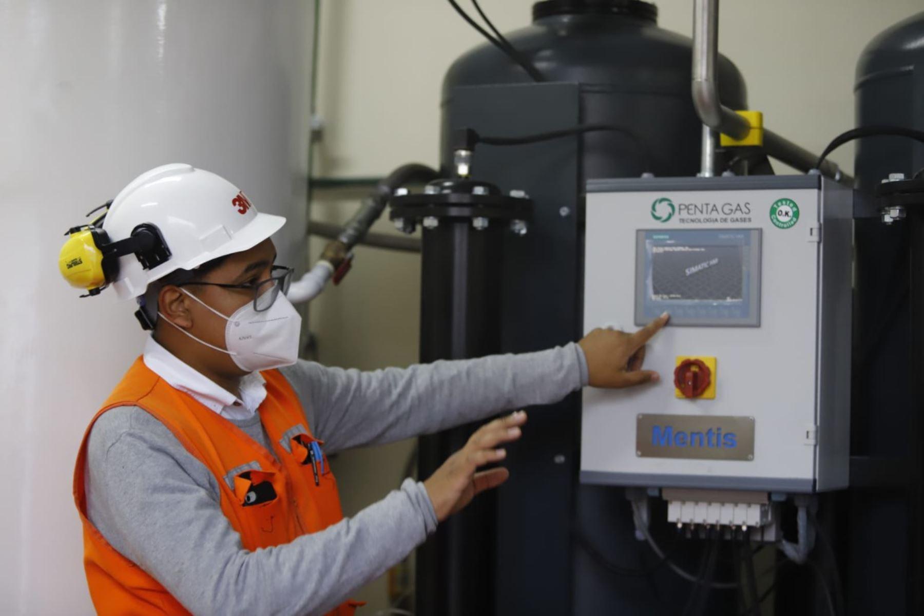 """Entrega de la donación de dos plantas de oxígeno, al Complejo Hospitalario de la Policía Nacional del Perú """"Luis N. Saenz"""".  Foto: ANDINA/ Prensa Presidencia"""