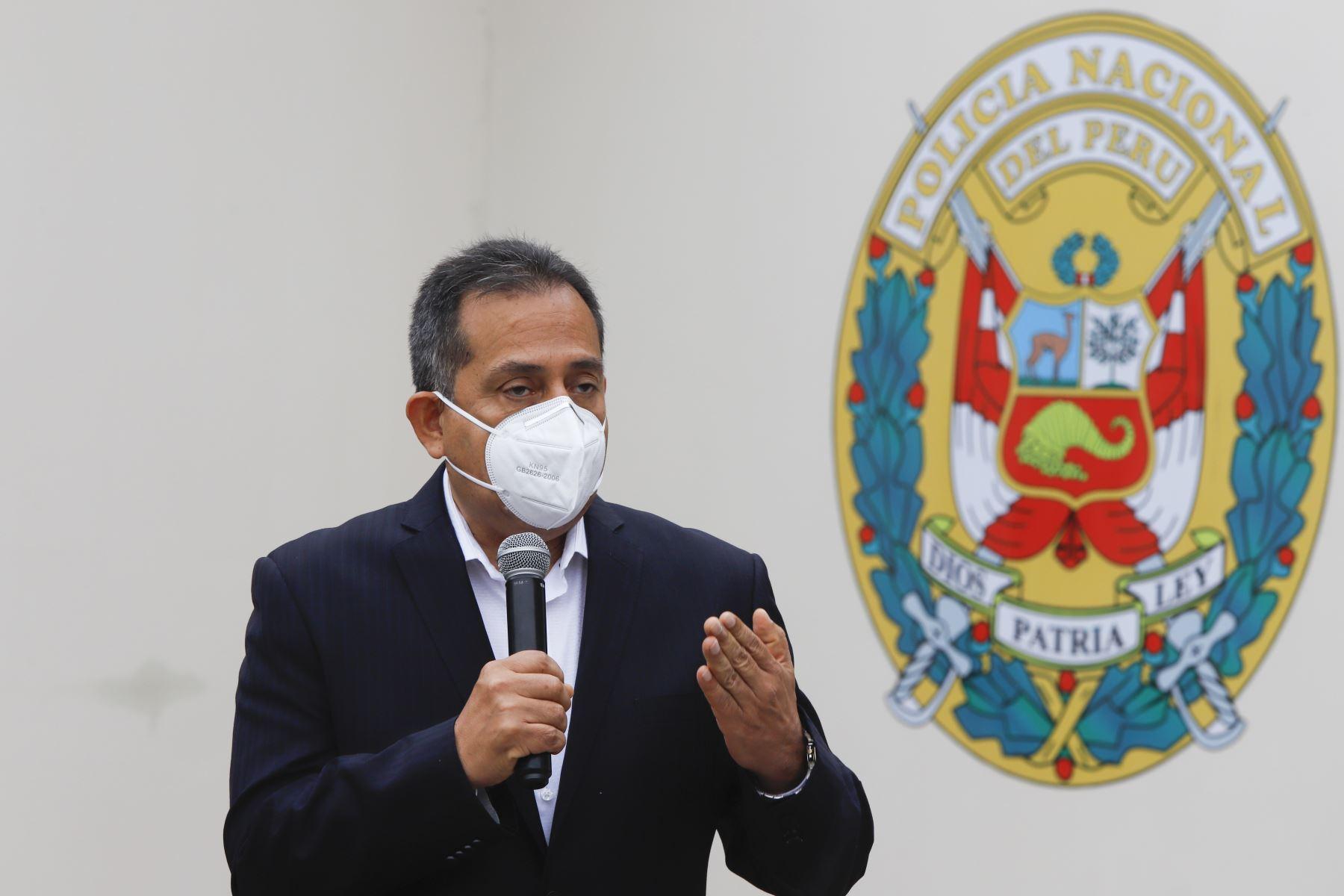 """El ministro del Interior, César Gentille, participa en la entrega de la donación de dos plantas de oxígeno, al Complejo Hospitalario de la Policía Nacional del Perú """"Luis N. Saenz"""".  Foto: ANDINA/ Prensa Presidencia"""