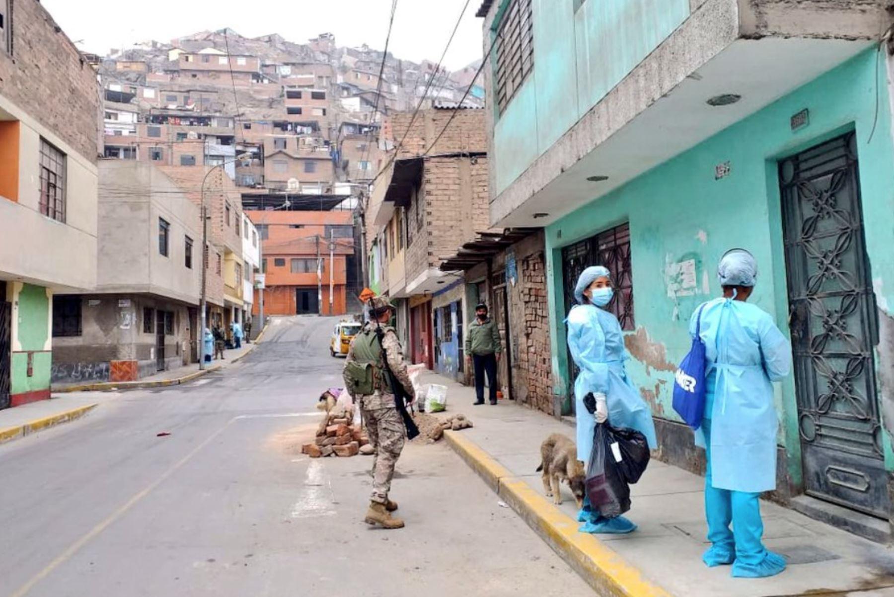 Operación Tayta llegó a El Agustino para brindar descarte y evaluación de Covid-19 a personas vulnerables. Foto: ANDINA/Minsa