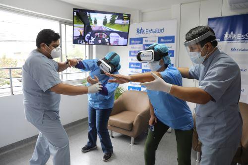 EsSalud está utilizando la realidad virtual para el tratamiento de pacientes hospitalizados con Covid-19