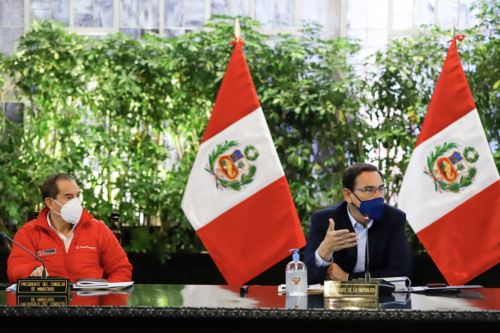 Presidente Martin Vizcarra, junto al titular de la PCM, Walter Martos, encabeza una nueva sesión del Consejo de Ministros